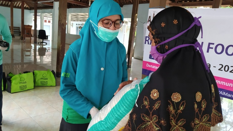 YWMI Bersama MAA International Menebar 1.000 Paket Ramadhan dan 300 Bingkisan Lebaran